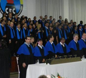 24/02 - FORMANDOS DA FATEP RECEBERAM DIPLOMAS EM SESSÃO SOLENE - FOTO 5