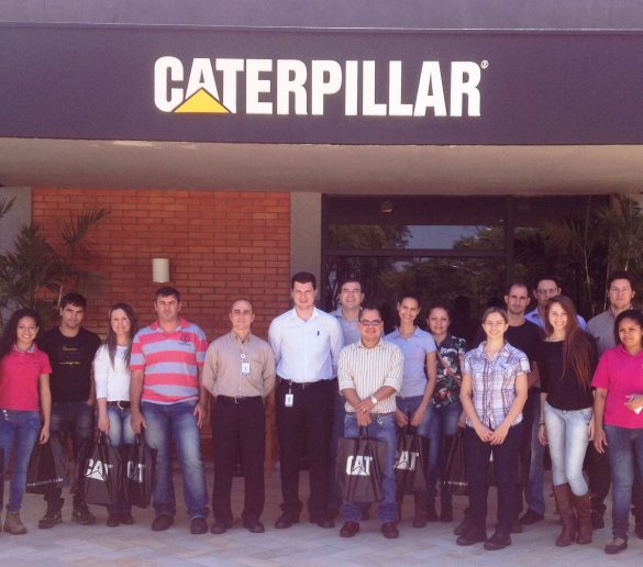 1º/11/2014 – Caterpillar recebe alunos da Fatep para visita técnica