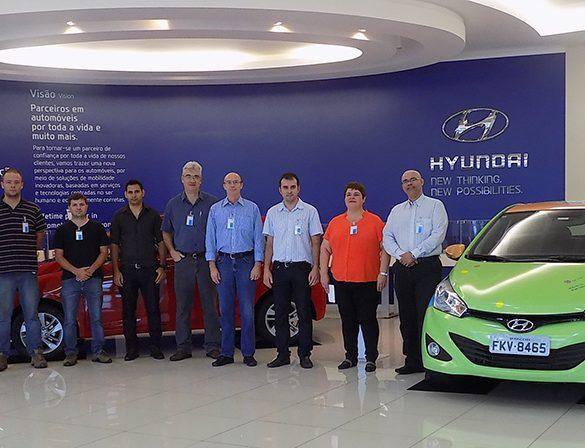 28-10-2015-Alunos visitam a Hyundai