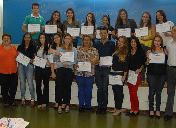 28-10-2015-Alunos de RH recebem certificados parciais