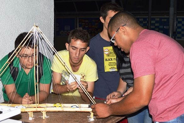 03/12/2014 – Alunos de Engenharia Civil da Fatep produzem maquetes estruturais para apresentação de trabalho