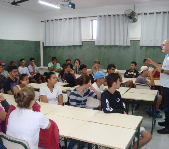 12/06/2015 – Fatep promove ciclo de palestras em instituições e escolas de Piracicaba e região