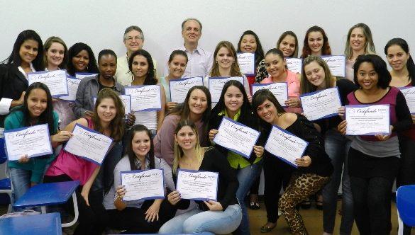 26/05/2014 – Alunas do curso superior de tecnologia em Gestão de Recursos Humanos recebem certificados parciais
