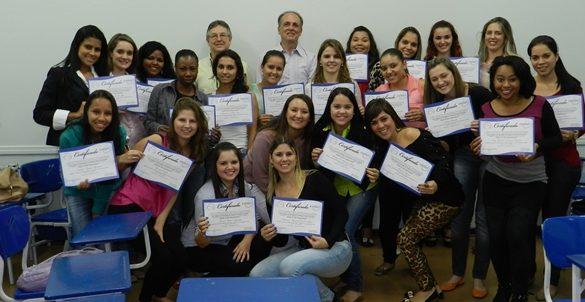 05/12/2014 – Alunos da Fatep apresentam trabalhos sobre inserção de ex-presidiários e portadores de Aids em empresas