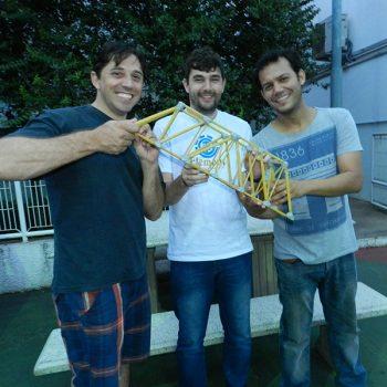 26-11-2015-ALUNOS DE ENGENHARIA CIVIL DA FATEP ENFRENTAM O DESAFIO PONTE DE MACARRÃO - FOTO 1