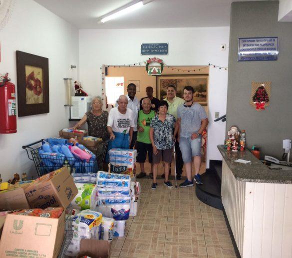 Lar Betel recebe doação de alunos do curso superior de Logística