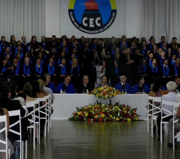 24/02 – Formandos da Fatep receberam diplomas em sessão solene