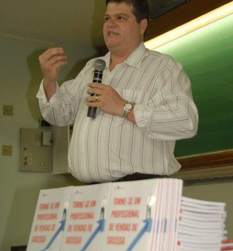 04/12 – Leandro Pavan lança publicação sobre o novo perfil dos vendedores