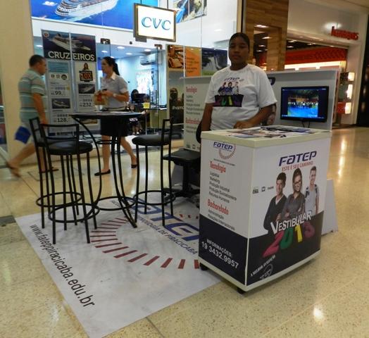 01/11 – Fatep divulga Vestibular 2013 em quiosque no Shopping Piracicaba
