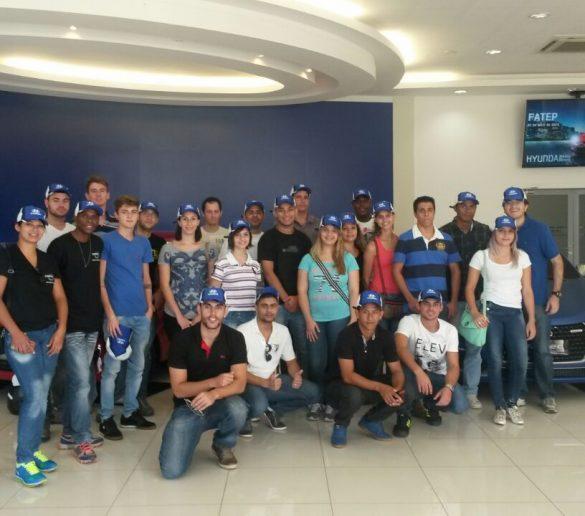08/04/2015 – Alunos participam de visita técnica à fábrica da Hyundai