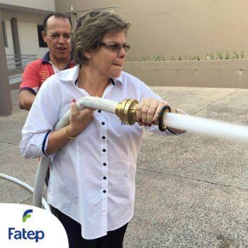 06-09-2016-BRIGADA DE INCÊNDIO: BOMBEIRO TREINA COLABORADORES DA FATEP - FOTO 1
