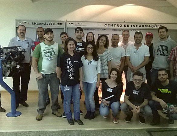 26/10/2015 – Alunos de Produção Industrial participam de visita técnica na Delphi