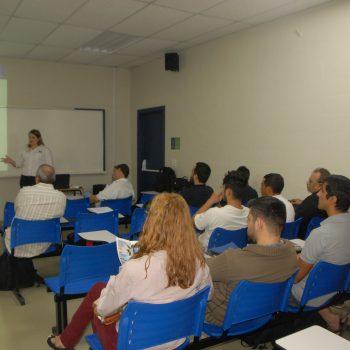 F7 - Palestra na Fatep sobre Painéis Monolíticos de Concreto, ministrada por Fabrícia Fernanda Benetti,