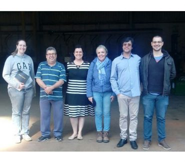 Alunos da Fatep fazem visita técnica na empresa Cromo Center