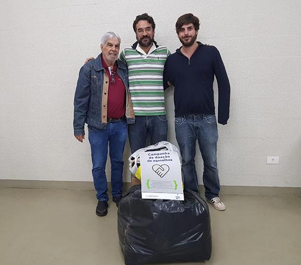 Fatep e Colégio 15 de Novembro entregam agasalhos ao Café Fraterno