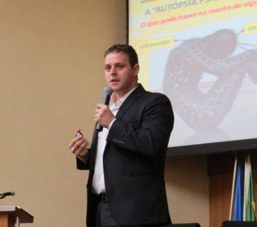 Professor de inteligência emocional ministra palestra gratuita sobre suicídio como atividade do Fatep Social